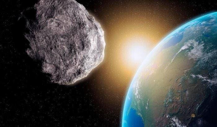 К Земле приближается астероид размером с два футбольных поля
